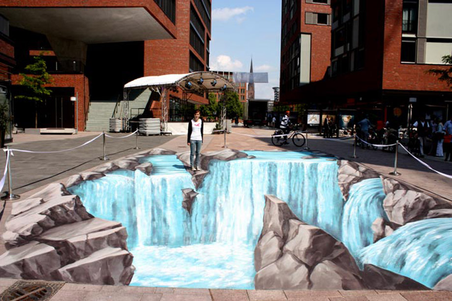 Interaction with 3D interactive street painting at Artweek in Hamburg