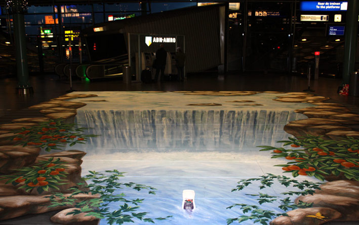 Anamorphic street art for Kneipp at Schiphol airport