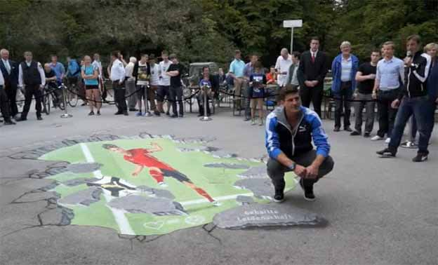 Anamorphic street painting for Mario Gomez, Munich